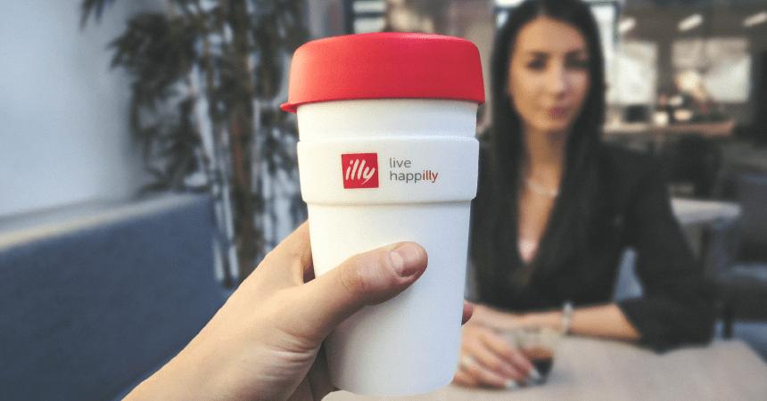 čaša sa kafom illy
